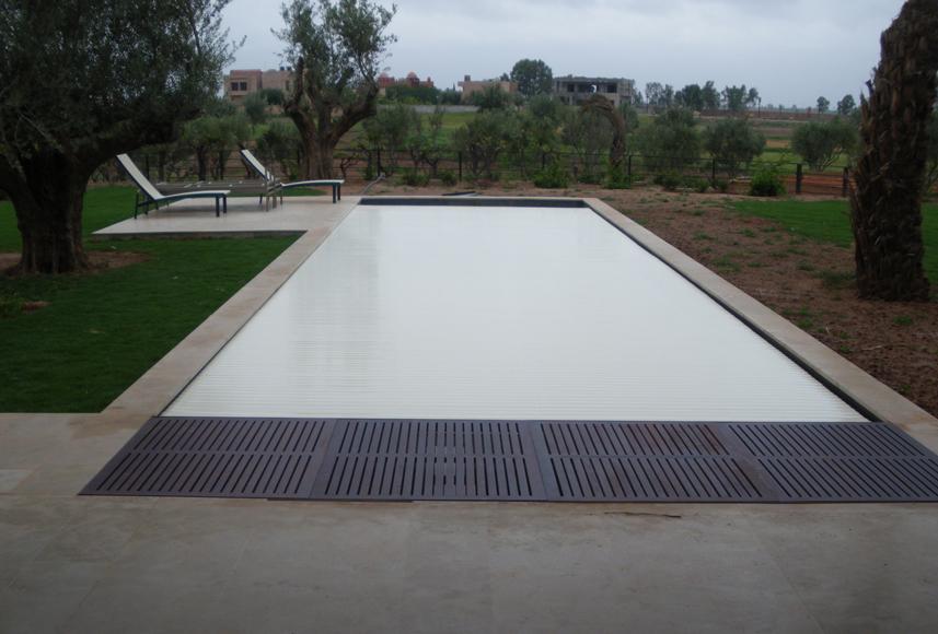 Installation de volets et couvertures de piscine